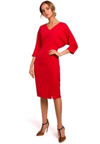 MOE - Czerwona Sukienka Oversize z Ołówkowym Dołem. Kolor: czerwony. Materiał: poliester, elastan. Typ sukienki: oversize, ołówkowe