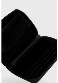 Rains - Portfel 1627 Small Wallet. Kolor: czarny. Materiał: materiał. Wzór: gładki