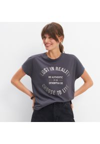 Szary t-shirt Mohito z nadrukiem