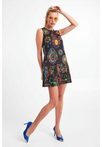 Versace Jeans Couture - SUKIENKA VERSACE JEANS COUTURE. Długość rękawa: bez rękawów. Wzór: kolorowy. Typ sukienki: plisowane. Długość: mini