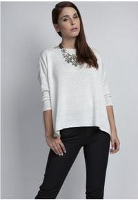 MKM - Gładki Sweter Oversize z Połyskującą Nitką - Ecru. Materiał: akryl, wiskoza. Wzór: gładki