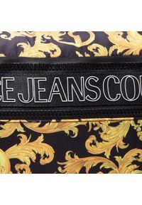 Versace Jeans Couture - Saszetka nerka VERSACE JEANS COUTURE - E1YWABA7 71896 M27. Kolor: czarny. Materiał: materiał