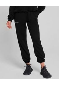 SELF LOVE - Czarne spodnie dresowe New York. Kolor: czarny. Materiał: dresówka. Wzór: nadruk, aplikacja