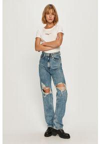 Biała bluzka Tommy Jeans z aplikacjami, na co dzień, z okrągłym kołnierzem