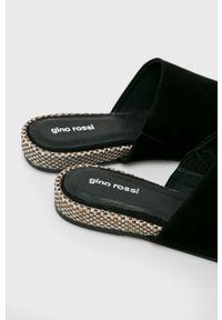 Czarne klapki Gino Rossi z okrągłym noskiem