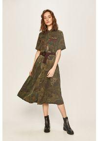 Desigual - Sukienka. Kolor: zielony. Długość rękawa: krótki rękaw