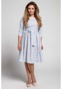 Nommo - Klasyczna Sukienka z Marszczonym Dołem PLUS SIZE. Kolekcja: plus size. Materiał: poliester, wiskoza. Typ sukienki: dla puszystych. Styl: klasyczny
