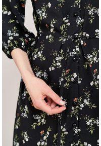 Marie Zélie - Sukienka Lila Danza. Typ kołnierza: dekolt w kształcie V. Materiał: tkanina, wiskoza. Typ sukienki: proste