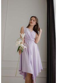 Figl - Asymetryczna Sukienka z Kopertowym Dekoltem - Fioletowa. Kolor: fioletowy. Materiał: elastan, poliester. Typ sukienki: kopertowe, asymetryczne