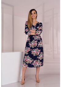 Merribel - Granatowa Midi Sukienka w Kwiaty z Kopertowym Dekoltem. Kolor: niebieski. Wzór: kwiaty. Typ sukienki: kopertowe. Długość: midi