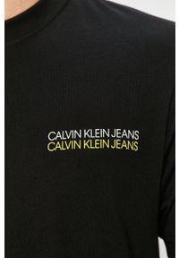 Czarny t-shirt Calvin Klein Jeans z nadrukiem, na co dzień, z okrągłym kołnierzem