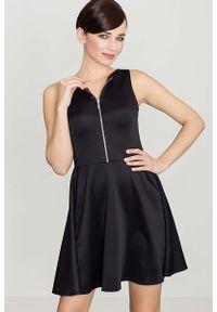 Katrus - Czarna Rozkloszowana Sukienka z Ozdobnym Suwakiem. Kolor: czarny. Materiał: poliester, elastan