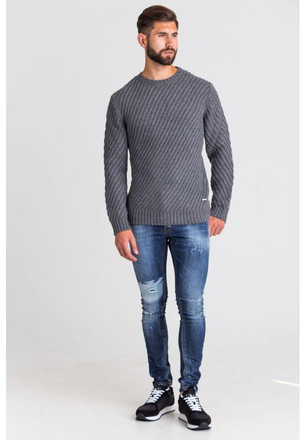 Szary sweter Joop! Collection z okrągłym kołnierzem, z aplikacjami