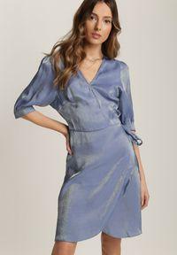 Renee - Niebieska Sukienka Theiselsa. Okazja: na co dzień. Kolor: niebieski. Materiał: materiał. Typ sukienki: kopertowe. Styl: casual. Długość: mini