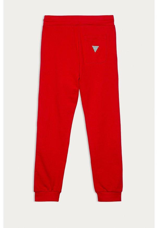 Czerwone spodnie dresowe Guess Jeans z aplikacjami