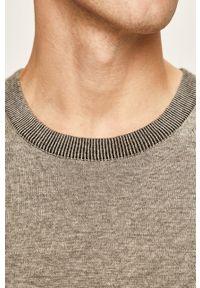 Calvin Klein - Sweter. Okazja: na co dzień. Kolor: szary. Materiał: dzianina. Styl: casual