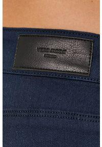 Vero Moda - Szorty. Kolor: niebieski. Materiał: tkanina