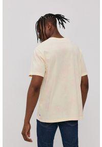 Levi's® - Levi's - T-shirt. Okazja: na spotkanie biznesowe. Kolor: żółty. Materiał: bawełna, dzianina. Styl: biznesowy