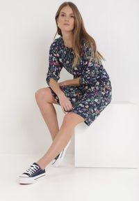 Born2be - Granatowa Sukienka Nesephine. Kolor: niebieski. Długość rękawa: długi rękaw. Wzór: kwiaty. Sezon: lato, wiosna. Długość: mini