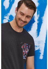 """medicine - Medicine - T-shirt by """"Krabonszcz"""" – Nikodem Szewczyk, Grafika Polska. Kolor: szary. Materiał: bawełna, dzianina, włókno. Wzór: nadruk"""