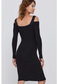 Guess - Sukienka. Kolor: czarny. Materiał: wiskoza, dzianina, materiał. Długość rękawa: długi rękaw. Wzór: gładki. Typ sukienki: dopasowane