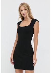 Morgan - Sukienka. Kolor: czarny. Materiał: dzianina. Wzór: gładki. Typ sukienki: dopasowane