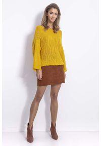 Fobya - Żółty Sweter w Szeroką Łódkę z Ozdobnym Splotem. Kolor: żółty. Materiał: wełna, poliester, akryl, poliamid. Wzór: ze splotem