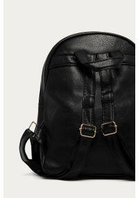 Czarny plecak Answear Lab z aplikacjami, wakacyjny