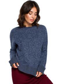 Niebieski sweter oversize MOE z kontrastowym kołnierzykiem