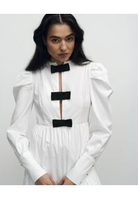 VICHER - Sukienka midi z kokardami DREAM. Typ kołnierza: kokarda. Kolor: biały. Długość rękawa: długi rękaw. Typ sukienki: proste. Długość: midi