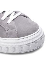 Szare buty sportowe