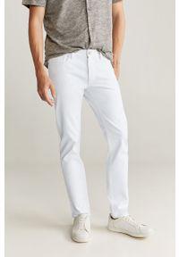 Białe jeansy Mango Man