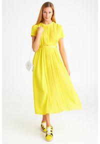 Żółta sukienka Ermanno Scervino z włoskim kołnierzykiem, midi, plisowana, z krótkim rękawem