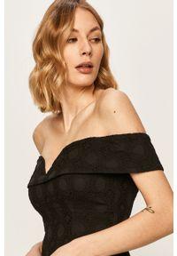Czarna sukienka Guess Jeans prosta, na co dzień, z dekoltem typu hiszpanka, mini