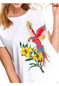 Biały t-shirt TOP SECRET casualowy, długi, z nadrukiem, na lato