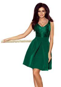 Zielona sukienka rozkloszowana Numoco wizytowa, w koronkowe wzory