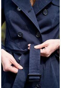 Marie Zélie - Trencz Adria bawełna z elastanem granatowy. Kolor: niebieski. Materiał: bawełna, elastan. Sezon: lato. Styl: klasyczny #5