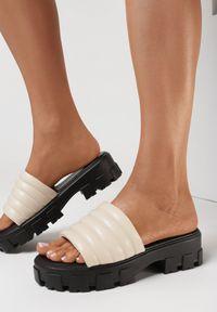 Born2be - Beżowe Klapki Kleria. Nosek buta: otwarty. Kolor: beżowy. Obcas: na obcasie. Wysokość obcasa: średni