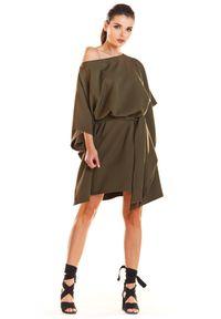 e-margeritka - Sukienka kimonowa z paskiem oliwkowa - uni. Okazja: na imprezę. Kolor: oliwkowy. Materiał: poliester, materiał, elastan. Typ sukienki: oversize. Styl: elegancki