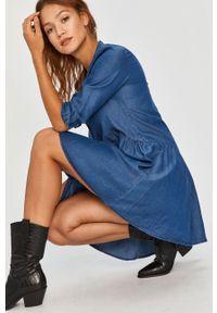 Niebieska sukienka Answear Lab na co dzień, ze stójką, mini