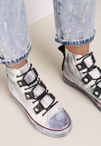 Renee - Biało-Szare Trampki Collaeg. Wysokość cholewki: przed kolano. Nosek buta: okrągły. Kolor: biały. Materiał: materiał, guma. Szerokość cholewki: normalna