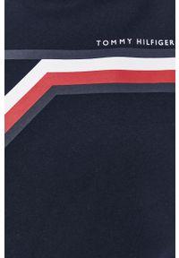 TOMMY HILFIGER - Tommy Hilfiger - Bluza. Okazja: na co dzień. Kolor: niebieski. Materiał: dzianina. Wzór: nadruk. Styl: casual