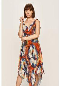 Wielokolorowa sukienka Pepe Jeans plisowana, na ramiączkach, midi