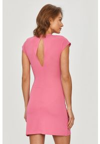 Różowa sukienka Silvian Heach mini, na co dzień