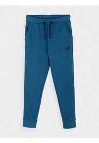 4f - Spodnie dresowe chłopięce (122-164). Kolor: niebieski. Materiał: dresówka