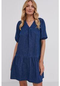 Answear Lab - Sukienka jeansowa. Kolor: niebieski. Materiał: jeans. Typ sukienki: rozkloszowane. Styl: wakacyjny