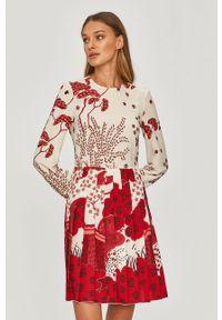 Red Valentino - Sukienka. Kolor: czerwony. Długość rękawa: długi rękaw. Typ sukienki: plisowane, rozkloszowane