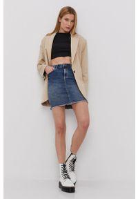 Pieces - Spódnica jeansowa. Kolor: niebieski. Materiał: jeans