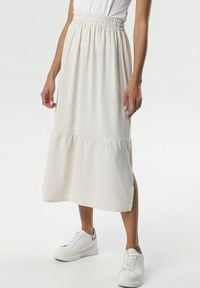 Born2be - Kremowa Spódnica Tana. Kolor: beżowy