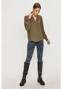 Jacqueline de Yong - Koszula. Okazja: na co dzień. Kolor: zielony. Materiał: tkanina. Długość rękawa: długi rękaw. Długość: długie. Wzór: gładki. Styl: casual